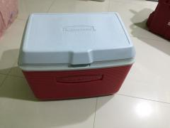 Rubbermaid 48Qt.
