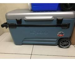 Igloo 110QT Rolling Cooler with Removable Tray
