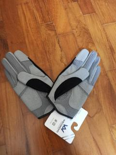 Brand New Fishing Gloves Size M