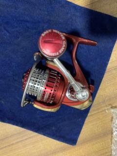 07 Red Certate 2500 I'ZE SOM spool / Handle