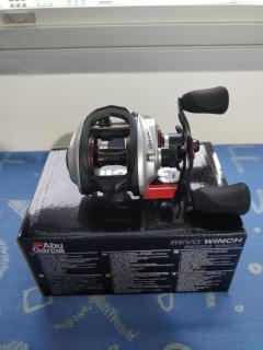 2018 Abu Garcia Revo Winch Gen 4 (Right Hand) $170! SUPER MINT CONDITION IMPULSE BUY!