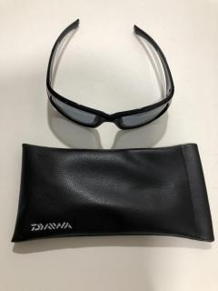 Daiwa sunglass and cap